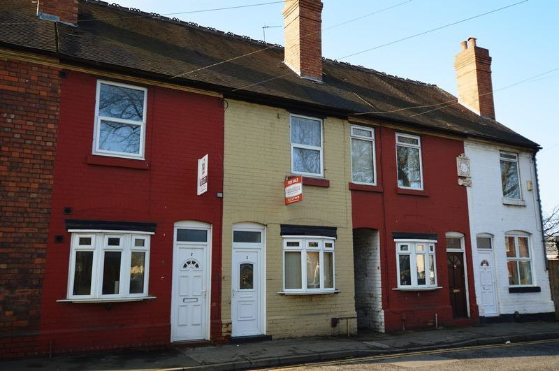 3 Bedrooms Terraced House for sale in The Green, Wednesbury