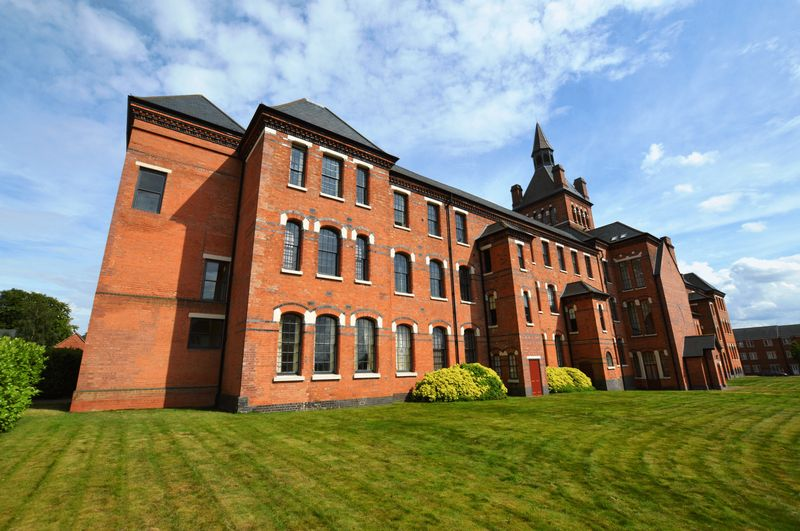 2 Bedrooms Flat for sale in Highcroft Hall, Birmingham