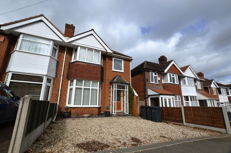 3 Bedrooms Semi Detached House for sale in Douglas Road, Sutton Coldfield