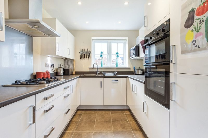 3 Bedrooms Semi Detached House for sale in Field View Road, Congleton