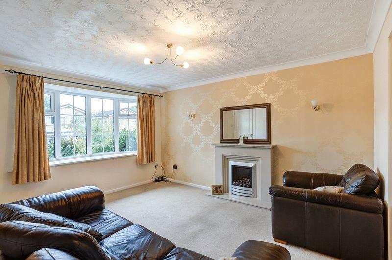 3 Bedrooms Semi Detached House for sale in Camborne Close, Congleton