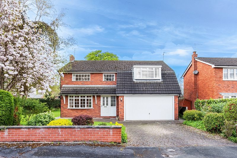 4 Bedrooms Detached House for sale in Birch Court, Congleton