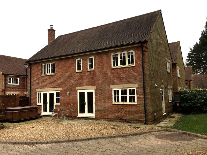 4 Bedrooms Detached House for sale in Grange Park Drive, Biddulph