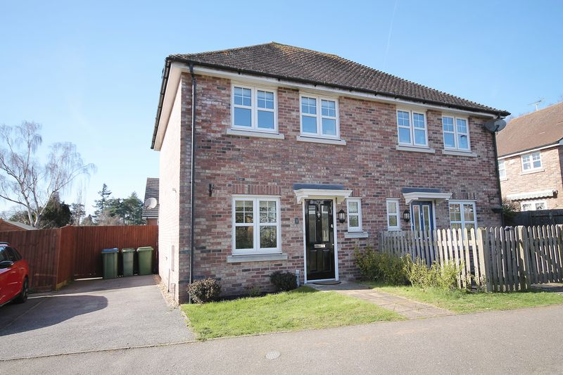 2 Bedrooms Semi Detached House for sale in The Glade, Storrington