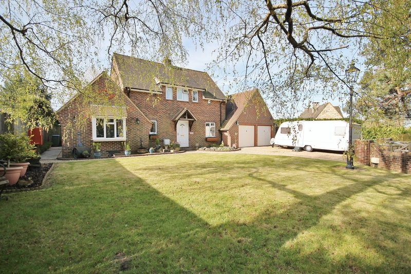 4 Bedrooms Detached House for sale in The Common, West Chiltington