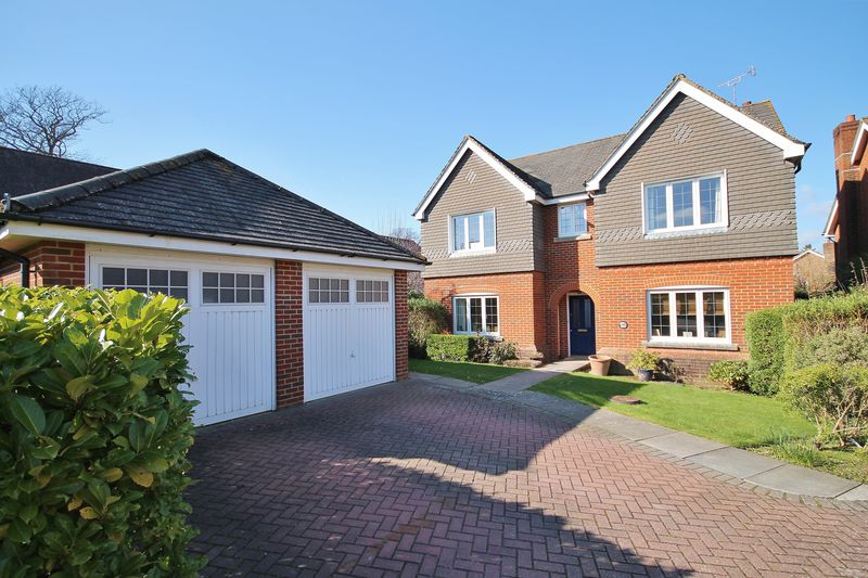 4 Bedrooms Detached House for sale in Sought after residential area