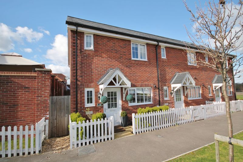 3 Bedrooms House for sale in Meadow Drive, Henfield