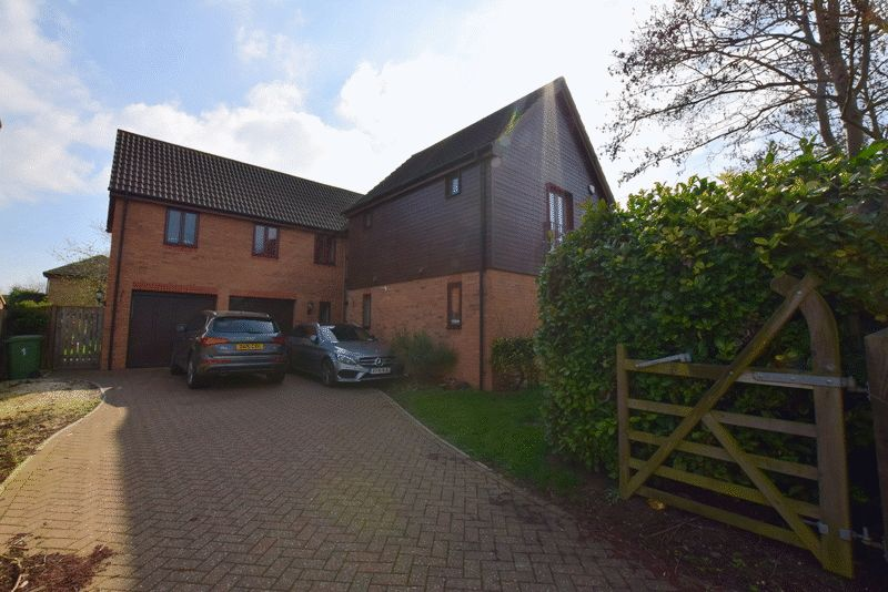 5 Bedrooms Detached House for sale in Angstrom Close, Milton Keynes