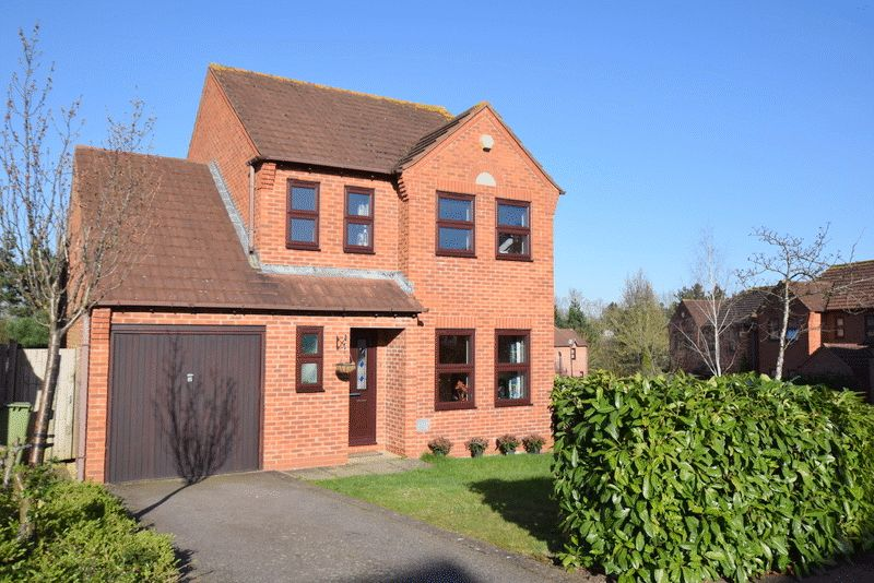 3 Bedrooms Detached House for sale in Pyke Hayes, Two Mile Ash, Milton Keynes