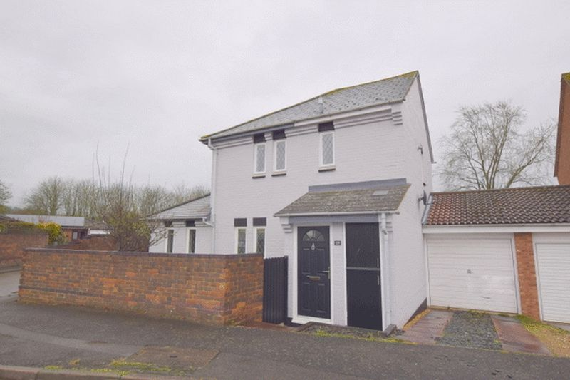 3 Bedrooms Detached House for sale in Woolstone