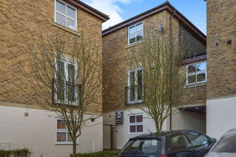 4 Bedrooms Flat for sale in Kirkwood Grove, Medbourne, Milton Keynes