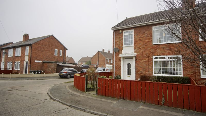 3 Bedrooms Semi Detached House for sale in GLENFIELD ROAD, Benton