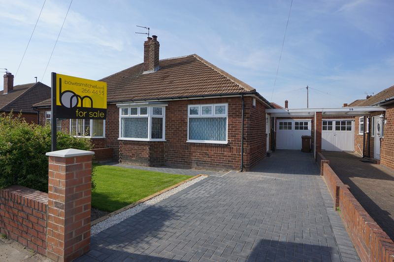 2 Bedrooms Semi Detached Bungalow for sale in MANOR GARDENS, Benton