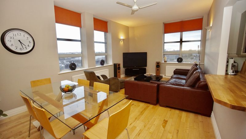 2 Bedrooms Flat for sale in THE WILLS BUILDING, Cochrane Park