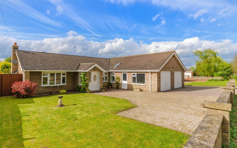 4 Bedrooms Detached Bungalow for sale in Louth Road, Horncastle