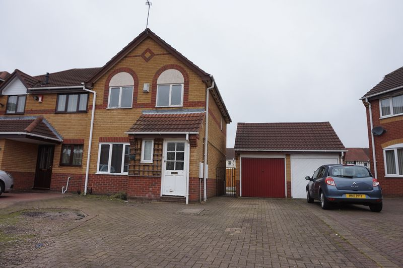 3 Bedrooms Semi Detached House for sale in Derwent Close, Willenhall