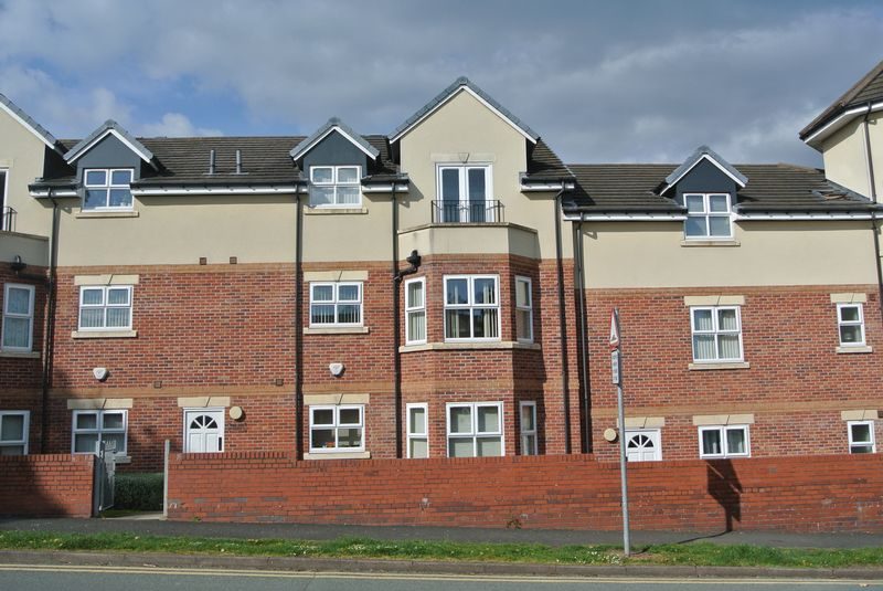 2 Bedrooms Flat for sale in Balmoral Court, Dawey, Telford, Shropshire.