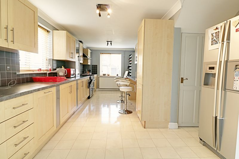 4 Bedrooms Detached House for sale in St. Davids Crescent, Scunthorpe