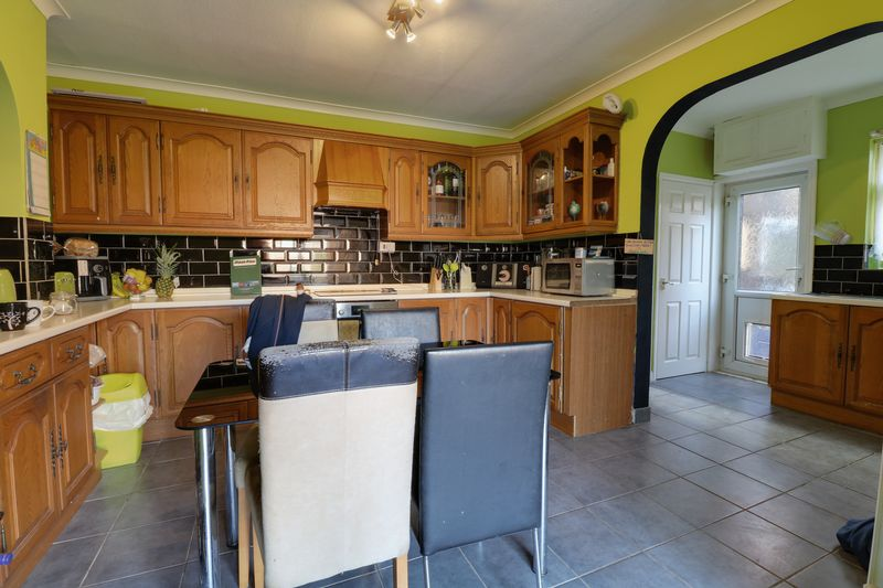 3 Bedrooms Semi Detached House for sale in Cottage Beck Road, Scunthorpe