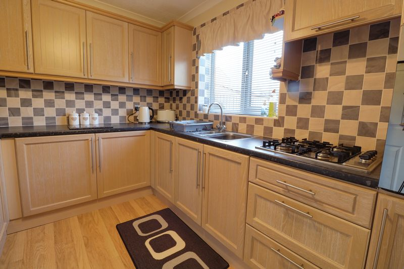 2 Bedrooms Flat for sale in Barnstaple Road, Scunthorpe