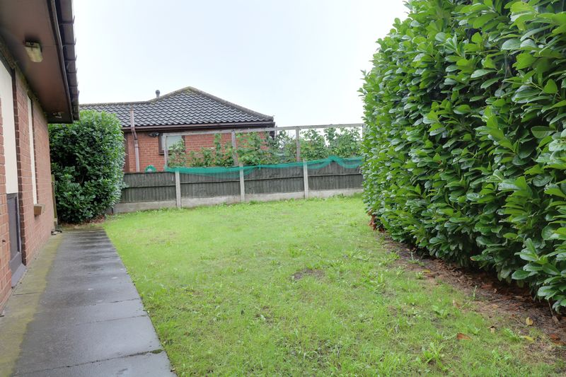 6 Bedrooms Detached Bungalow for sale in Queens View Crescent, Scunthorpe