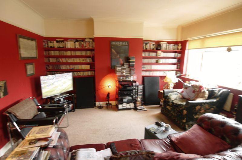 3 Bedrooms Flat for sale in Bramley Road, London