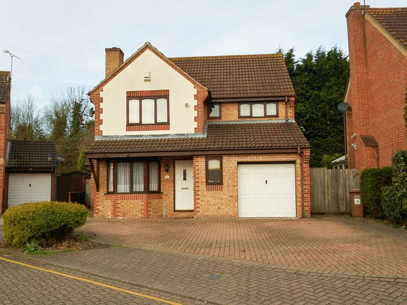 4 Bedrooms Detached House for sale in Dawes Close, Greenhithe