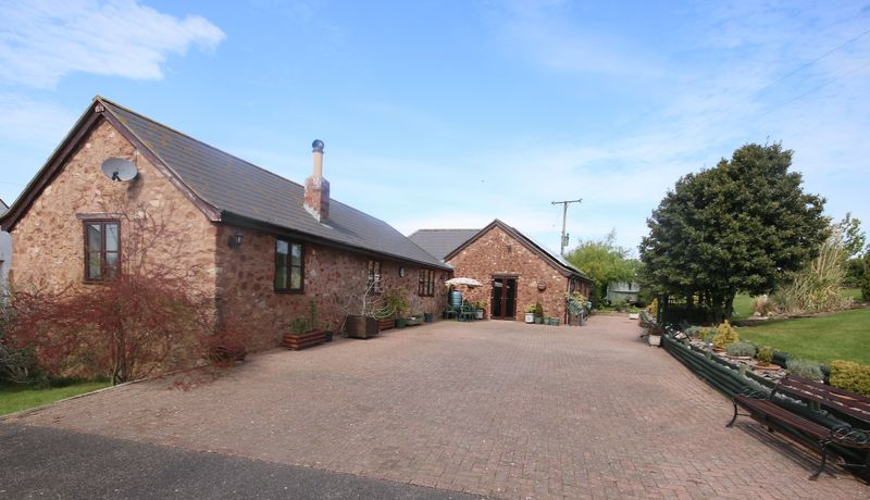 4 Bedrooms Detached House for sale in Edge of Williton