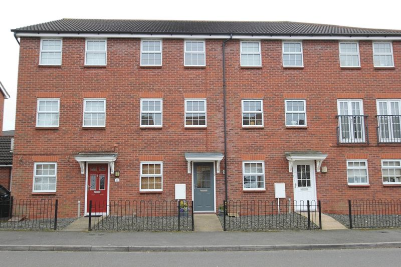 4 Bedrooms Terraced House for sale in Edgbaston Drive, Trentham Lakes