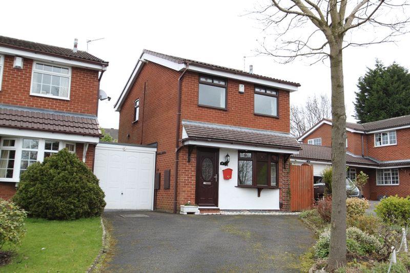 2 Bedrooms Detached House for sale in Halesworth Crescent, Westbury Park
