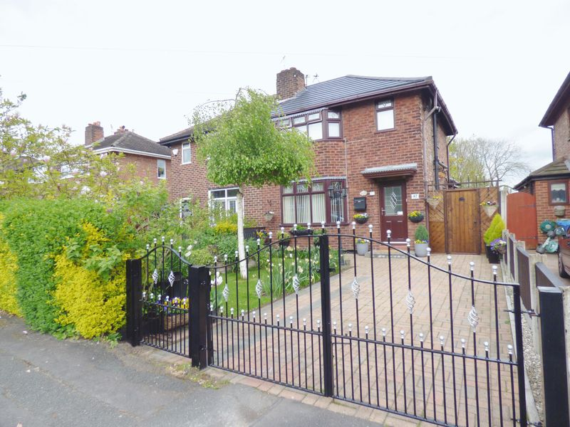 3 Bedrooms Semi Detached House for sale in Grange Drive, Warrington
