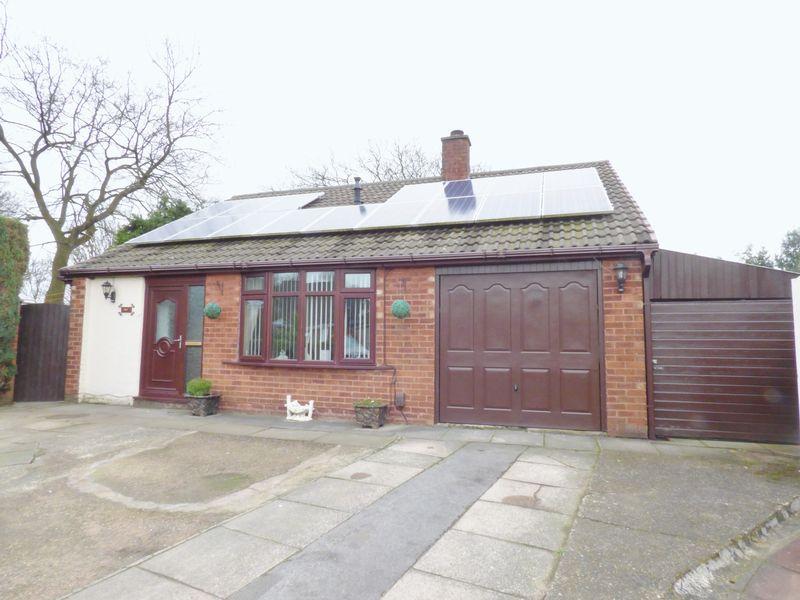 3 Bedrooms Detached Bungalow for sale in Burnham Close, Warrington