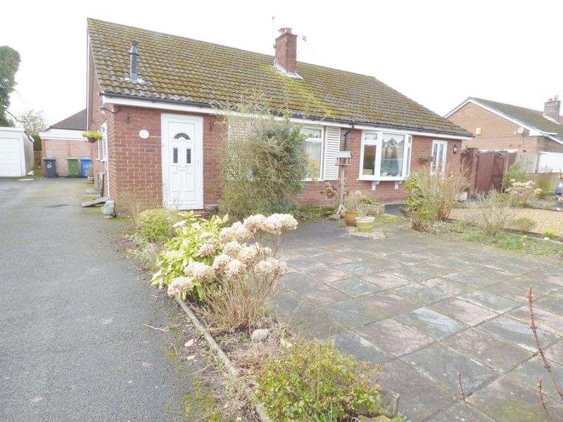2 Bedrooms Semi Detached Bungalow for sale in Yarmouth Road, Warrington