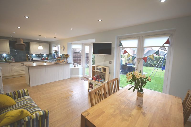 4 Bedrooms Detached House for sale in Beckenham Close, Widnes