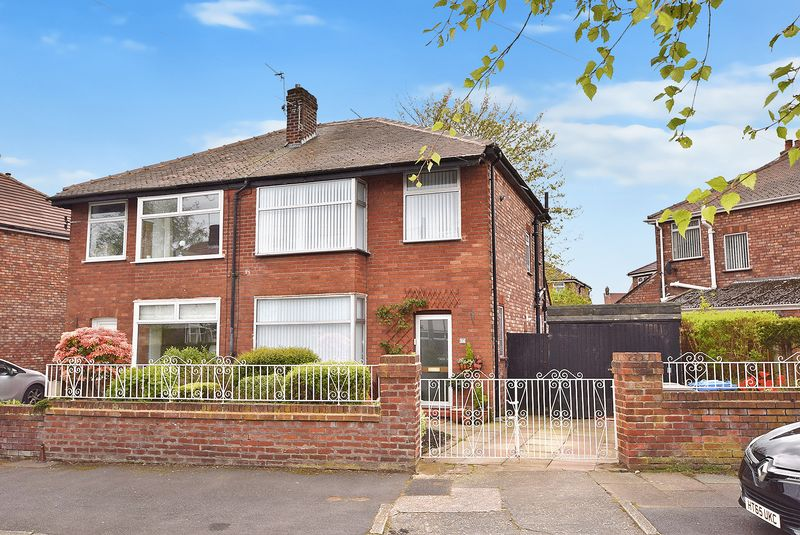 3 Bedrooms Semi Detached House for sale in Claremont Drive, Widnes