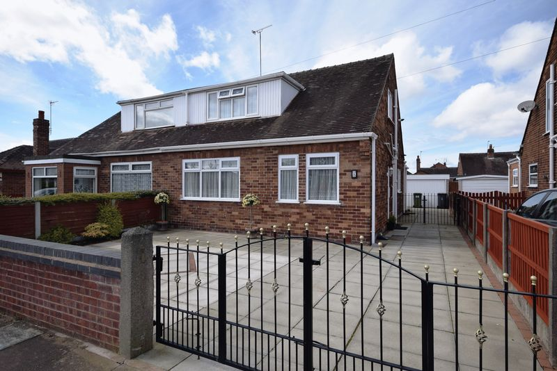 3 Bedrooms Semi Detached Bungalow for sale in Springfield Road, Widnes