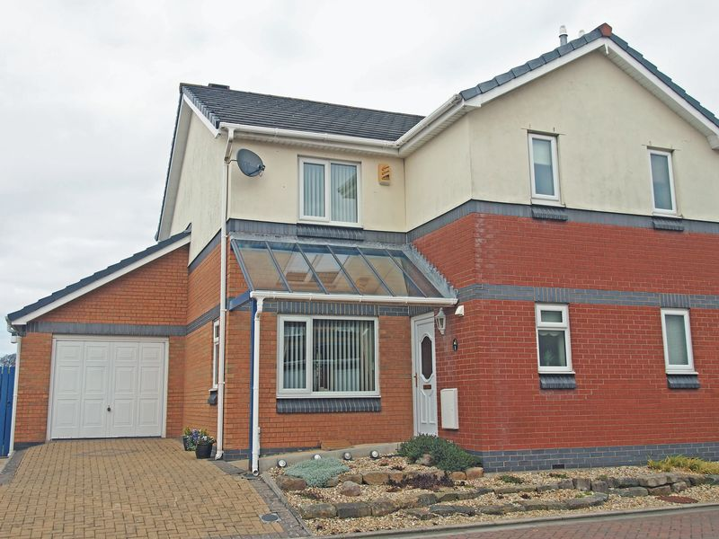 3 Bedrooms Semi Detached House for sale in Old Penny Gardens, Torrisholme, Morecambe