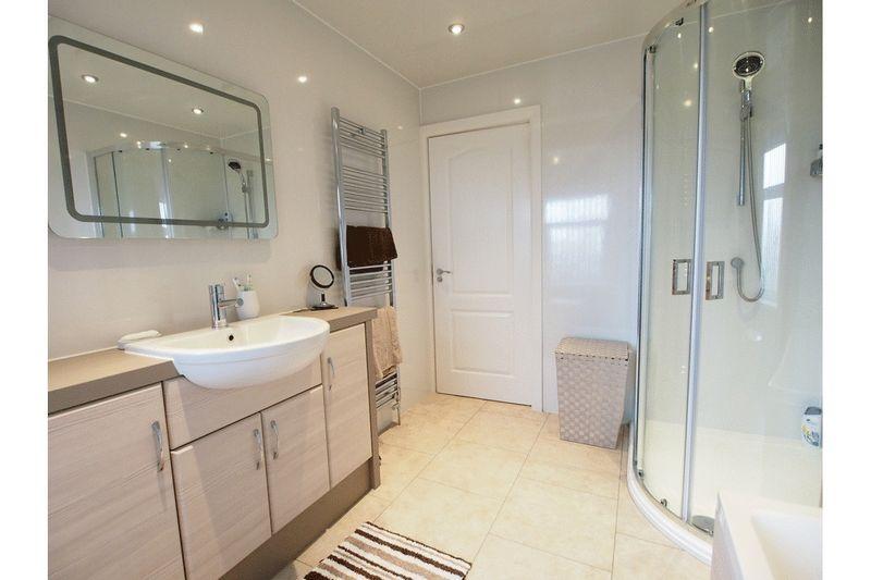 2 Bedrooms Flat for sale in Station Road, Hest Bank, Lancaster
