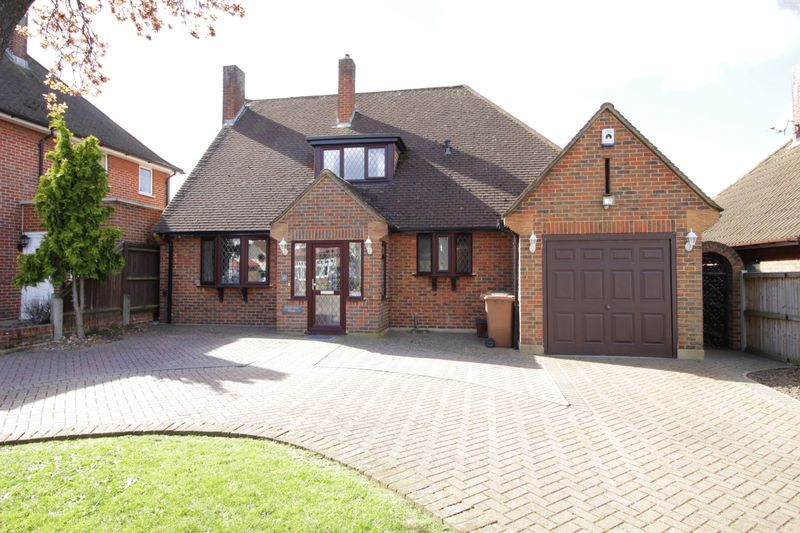 3 Bedrooms Detached House for sale in Farwell Road, Sidcup, DA14 4LG