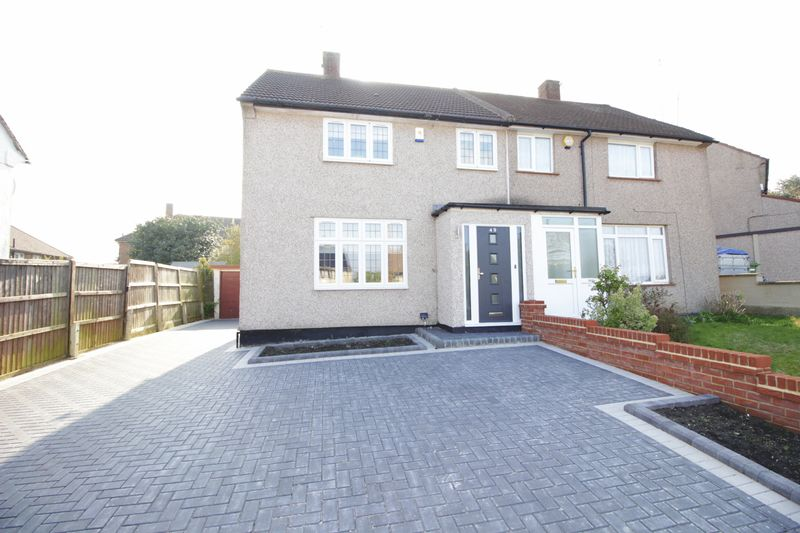 3 Bedrooms Semi Detached House for sale in Ringshall Road, Orpington, BR5 2LX