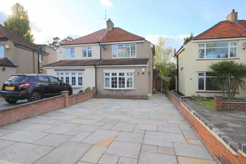 3 Bedrooms Semi Detached House for sale in Wyncham Avenue, Sidcup, DA15 8EU