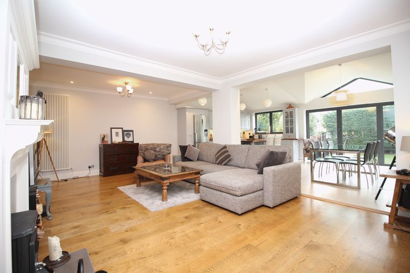5 Bedrooms Detached House for sale in Longlands Road, Sidcup