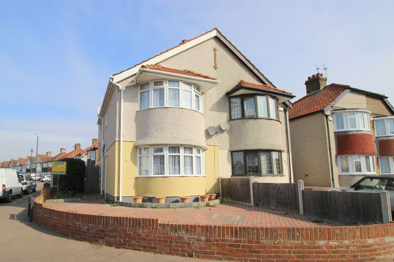 3 Bedrooms Semi Detached House for sale in Budleigh Crescent, Welling, DA16 1DP