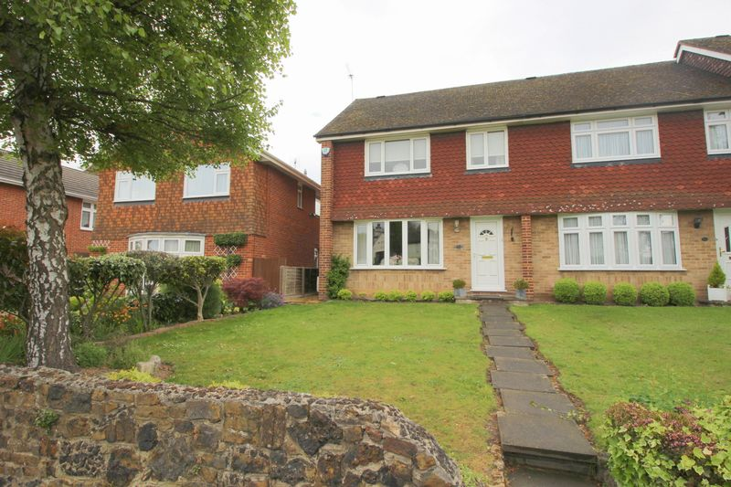3 Bedrooms Terraced House for sale in Birchwood Avenue, Sidcup