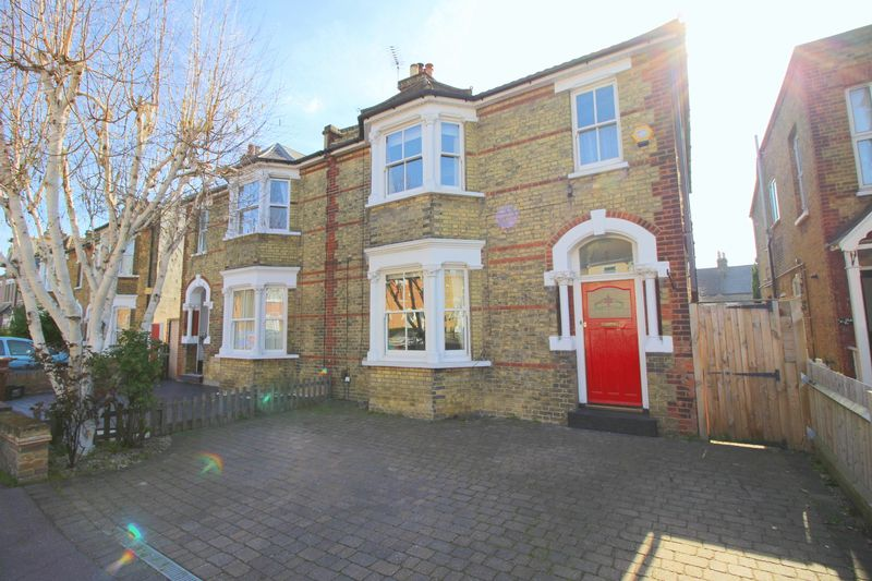 4 Bedrooms Semi Detached House for sale in Longlands Road, Sidcup