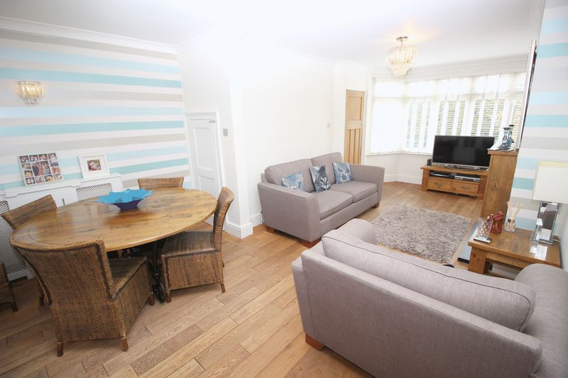 4 Bedrooms Semi Detached House for sale in Harcourt Avenue, Sidcup, DA15 9LW