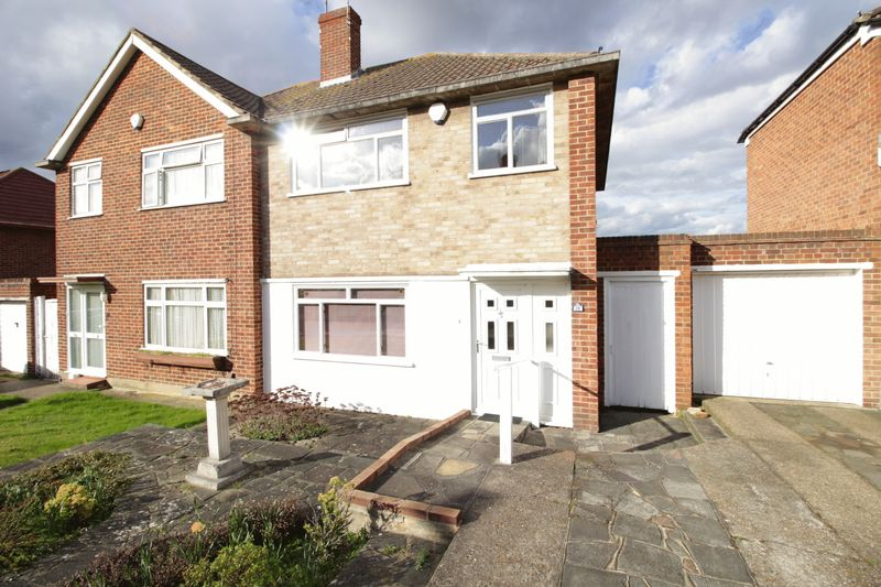 3 Bedrooms Semi Detached House for sale in Felton Lea, Sidcup, DA14 6BA