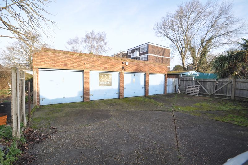1 Bedroom Property for sale in Existing Garages / developement Oppertunity, Kingston Upon Thames