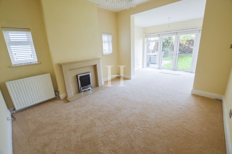 3 Bedrooms Detached Bungalow for sale in Birchwood Drive, Leigh-On-Sea, Essex, SS9