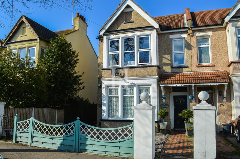 2 Bedrooms Flat for sale in Ambleside Drive, Southchurch, Essex, SS1